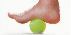 Masaje con pelota tenis fascitis plantar